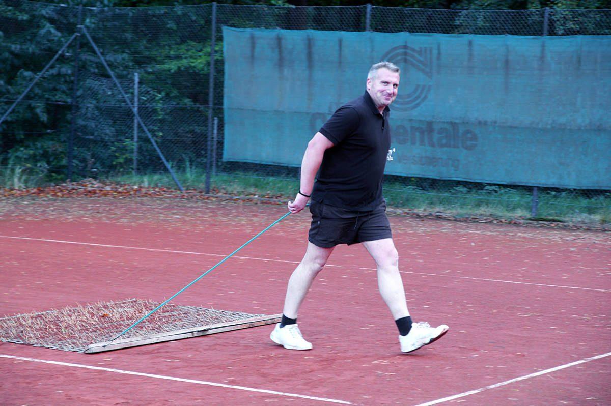 Platzpflege Tennisanlage